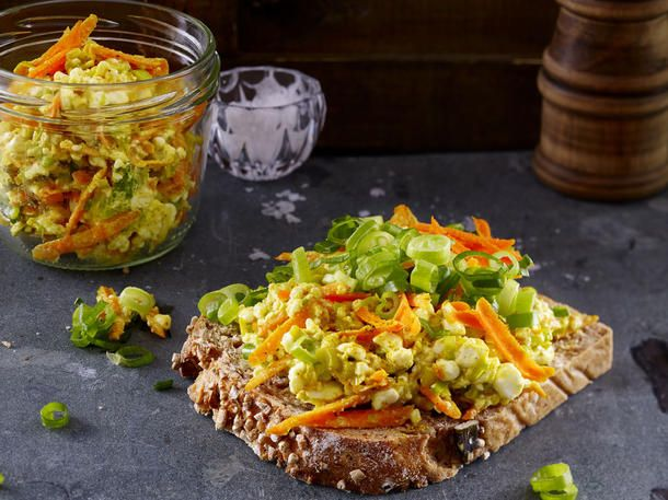 Abendessen zum Abnehmen:Möhren-Frischkäse mit Vollkornbrot