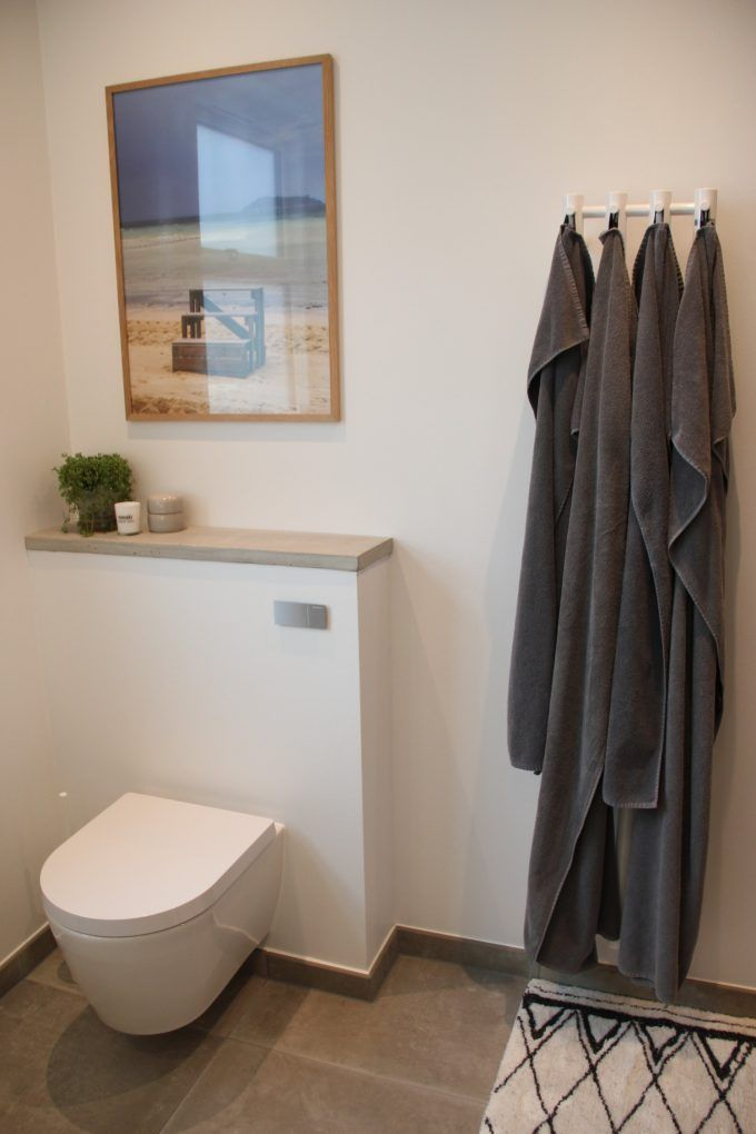 Our bathroom with Duravit toilet and Strømberg towel hanger - www.blogliebling.dk