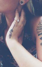 Tatuagens nas mãos                                                                                                                                                     Mais
