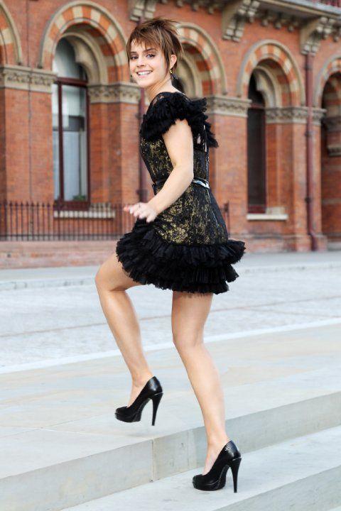 Emma Watson at event of Harry Potter in Svetinje smrti - 2. del (2011)