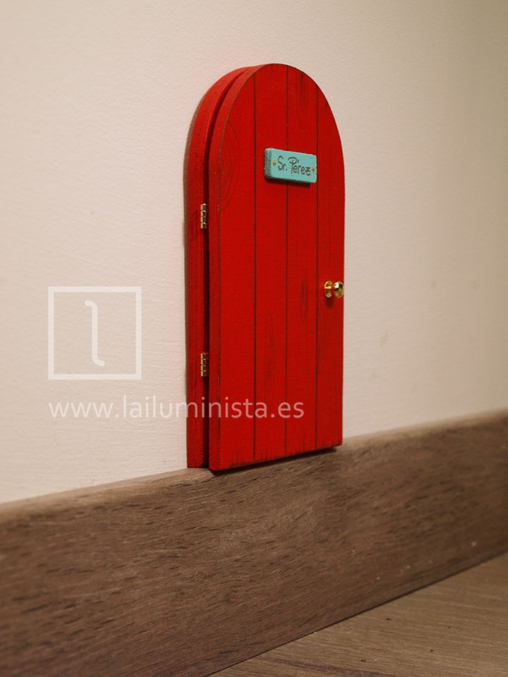 Puerta para el ratoncito p rez que se abre en color rojo for Puerta que se abre sola