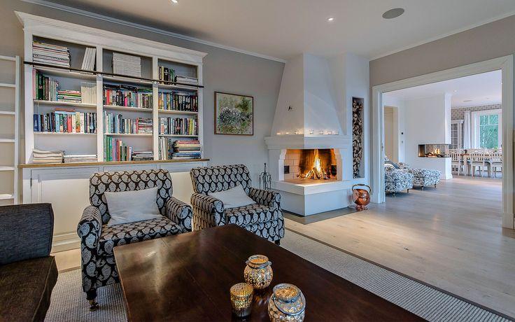 """Se fler bilder ifrån huset       New England hus A2912  """"Alla familjer"""