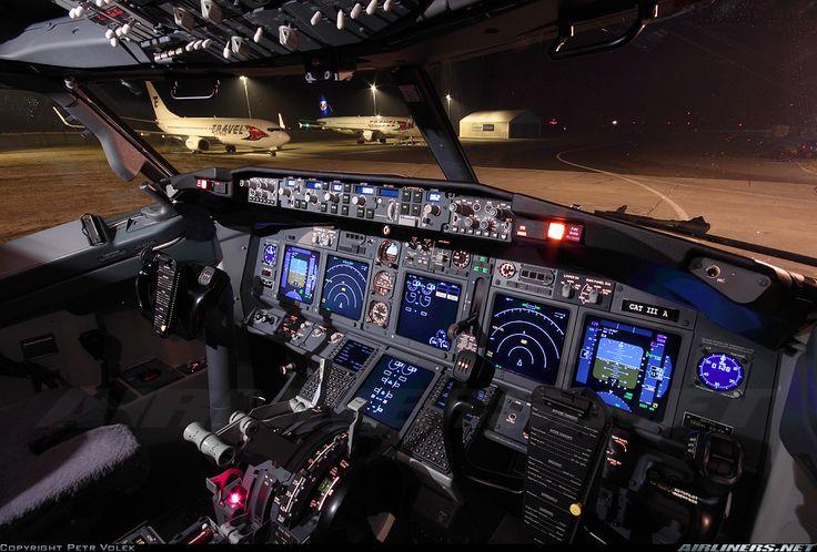 Resultado de imagen para cockpit boeing 737-800 night