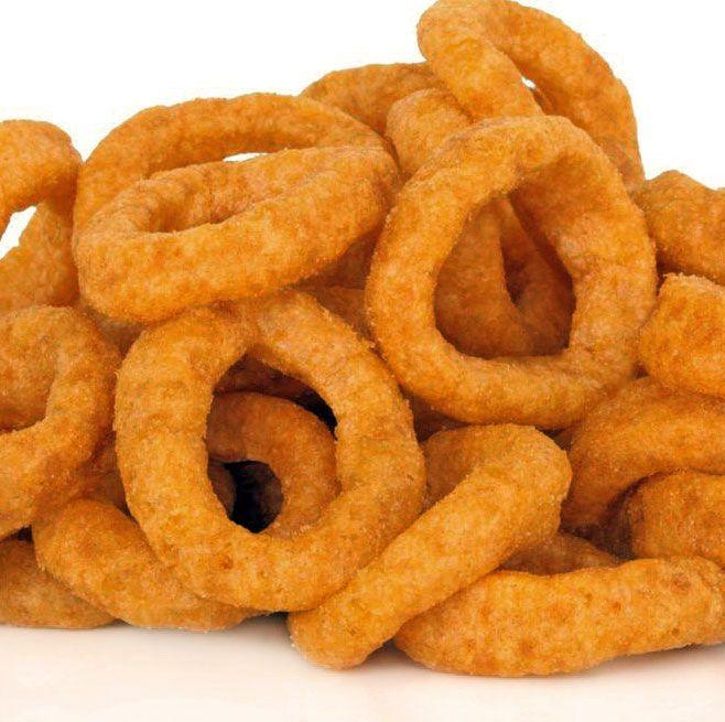 Los aros de cebolla fritos se pueden preparar rebozados, empanados o simplemente enharinados y fritos. Aquí tienes todas las recetas.