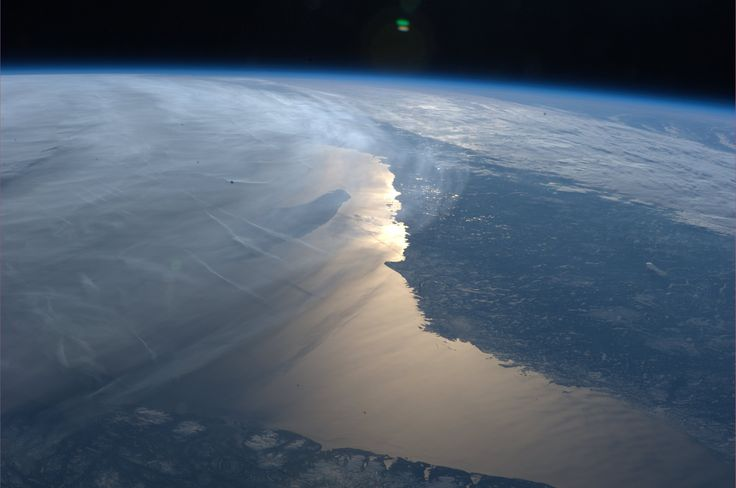 A Spectacular Planet - Earth As Seen From The ISS - (Time lapse)