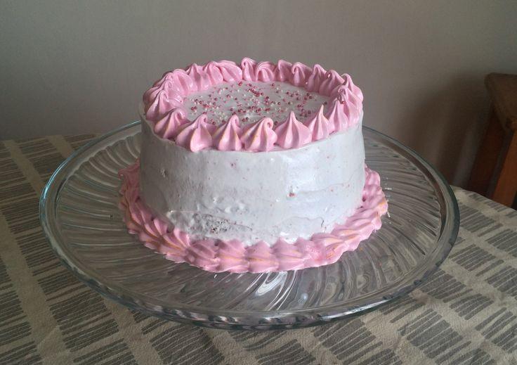 Torta arcoirirs con cubierta de merengue #jotacakes #torta #cake #arcoiris #rinbow #postre #dessert #tasty #sugar #candy #reposteria #bakery #merenge
