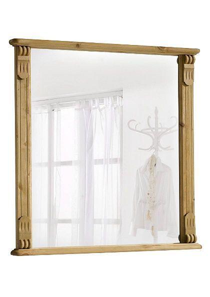Grenenhouten lijst om een vierkante spiegel.