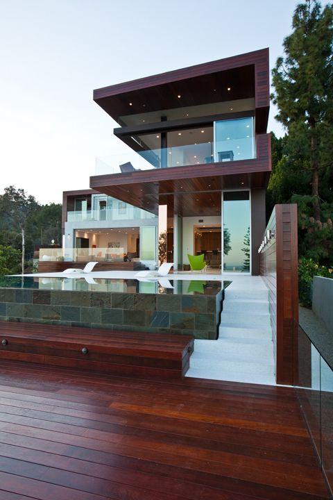 Love the master bedroom and open bath - LA Architectural firm: casa integrada com a área de lazer.