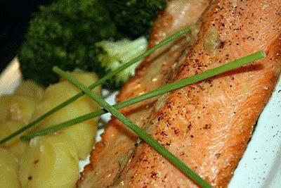 Filet de truite saumonée et sa sauce au vin blanc