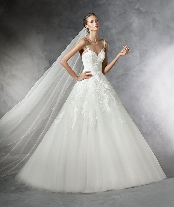 PRALA - Princess wedding dress in tulle with gemstone details.