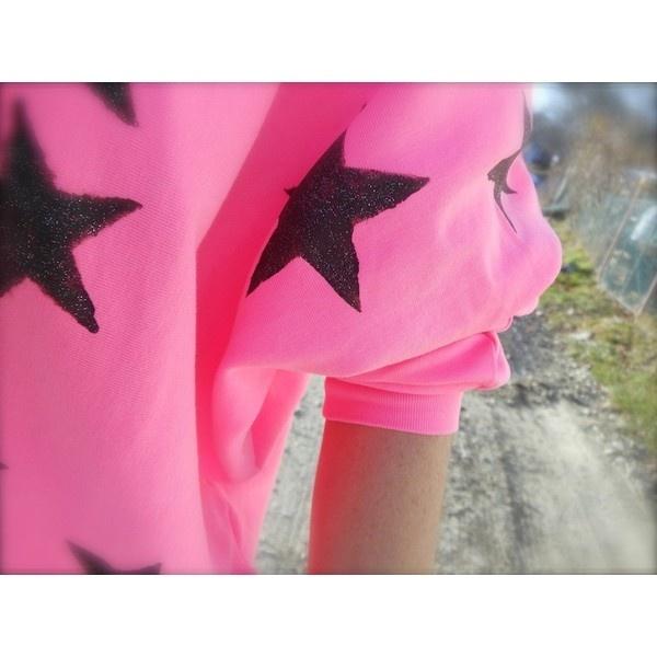 THE FASHIONAMY by Amanda: Felpa rosa shocking, stelle glitter, Amami... via Polyvore