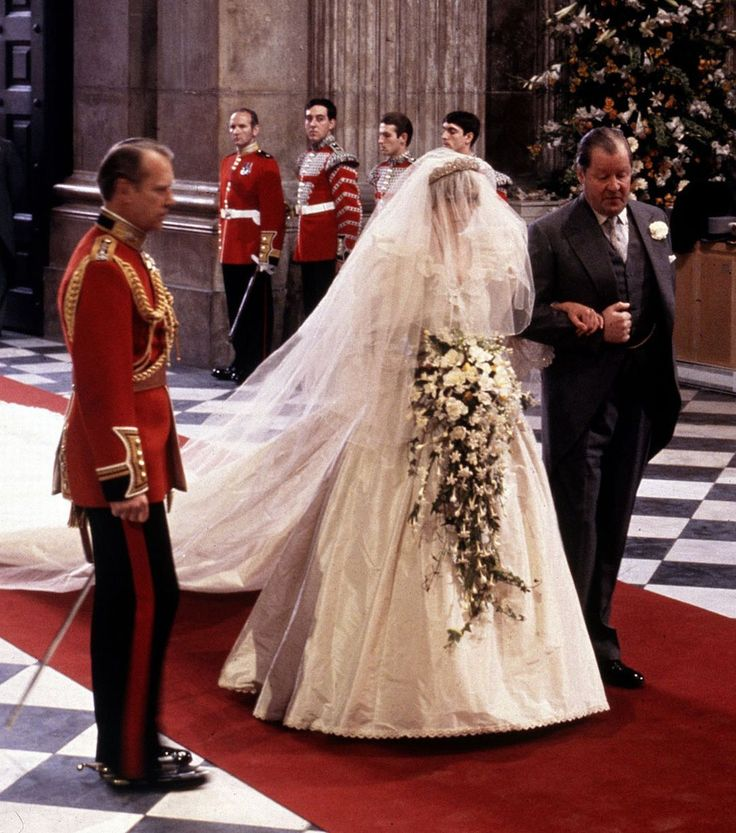 Father Of The Bride Lady Diana Spencer Arrives At St Paul S Cathedral With Her