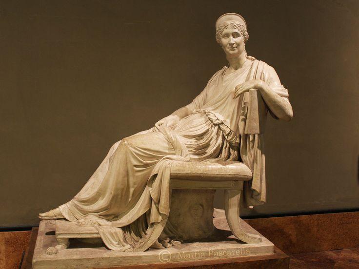 Opera in gesso, di Antonio Canova,1808. Nell'opera l'anziana donna– madre diNapoleone– è rappresentata sorridente seduta comodamente su una sedia all…