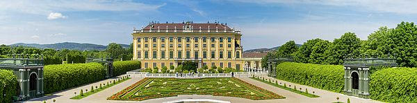 Schonbrunn Palace And Garden In Vienna - Austria