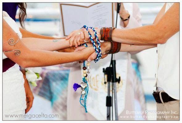 El rito sagrado de la Unión de Manos - Nueva entrada en el blog http://tiendameigacelta.blogspot.com.es/2014/07/bodas-celtas-el-rito-sagrado-de-la.html