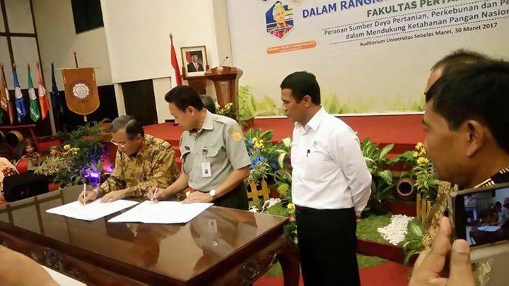 Kunjungan Mentan ke UNS, Gudang Bulog Sukoharjo dan Dialog dengan Petani dalam rangka Swasembada Pangan Indonesia (30/3) #PetaniSejahtera
