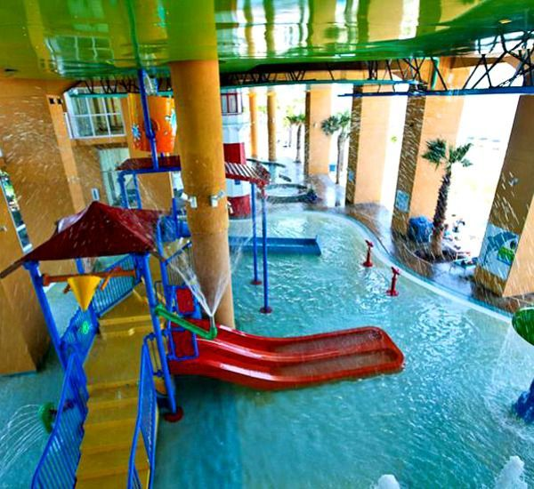 "The whole family will have fun at SPLASH!, where interactive water toys, water slides, a ""dive-in"" movie theater, and arcade provide fun for all. Adults will appreciate the jetted tubs, poolside bar and grill, fitness center, and free high-speed Internet access."