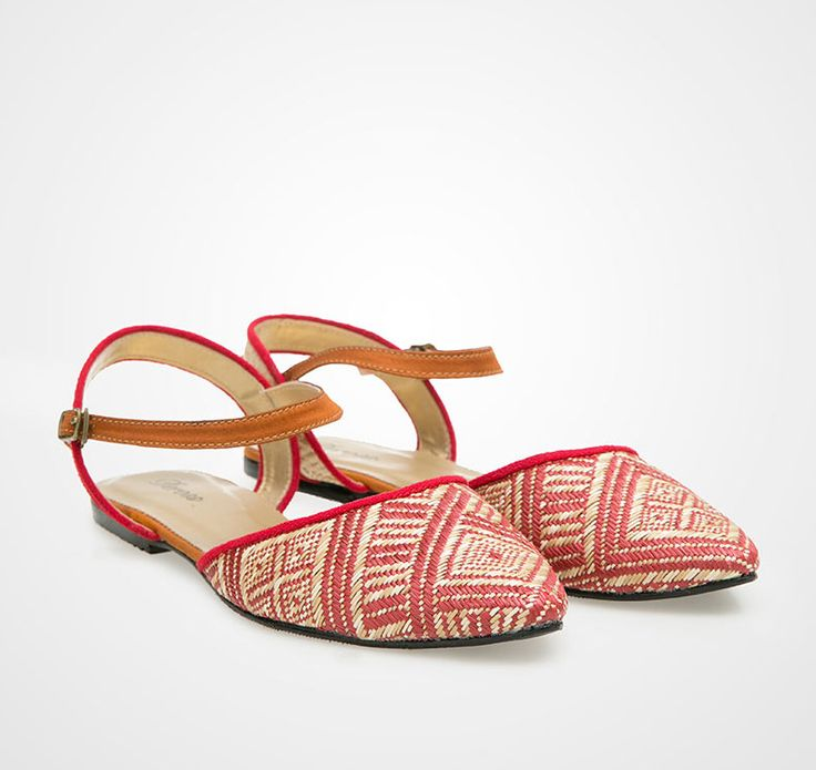 Tikar Flats by Deross in red. A simple slip on shoes with pointy front part, made of interesting materials that are woven. http://www.zocko.com/z/JEHx8