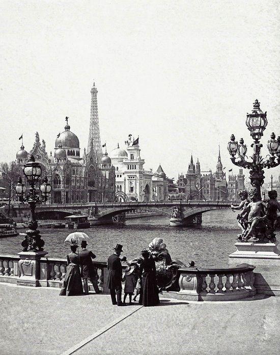 France.  L'Exposition Universelle depuis le pont Alexandre-III, Paris, 1900 // Leon et Levy