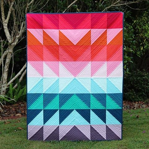 "quilt. #colors // 349 Likes, 63 Comments - Kirsty@BonjourQuilts (@bonjour_quilts) on Instagram: ""Lots of colour and lots of texture in this one! I've a tutorial for making this quilt up on the…"""