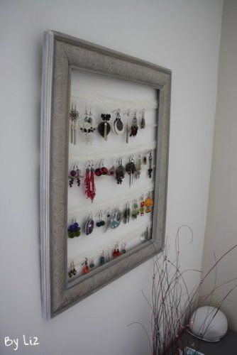 Porte bijoux avec dentelle ou grillage, il devient un véritable tableau ...