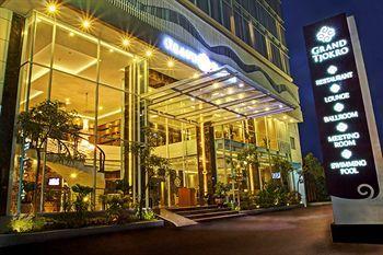 Mewah dan strategis. Dua kata tersebut paling cocok untuk menggambarkan hotel Grand Tjokro Yogyakarta. Berlabel hotel bintang 4, Grand Tjokro Yogyakarta hadir dalam balutan desain yang mewah dan fasilitas hiburan yang lengkap. Yuk pesan hotelnya disini http://www.voucherhotel.com/indonesia/yogyakarta/445636-grand-tjokro-yogyakarta/