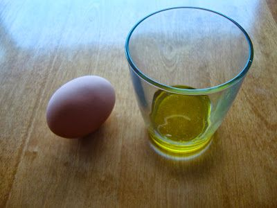 Easiest homemade hair mask ever: olive oil and raw egg. Promotes hair growth and strength. Pin now read later.