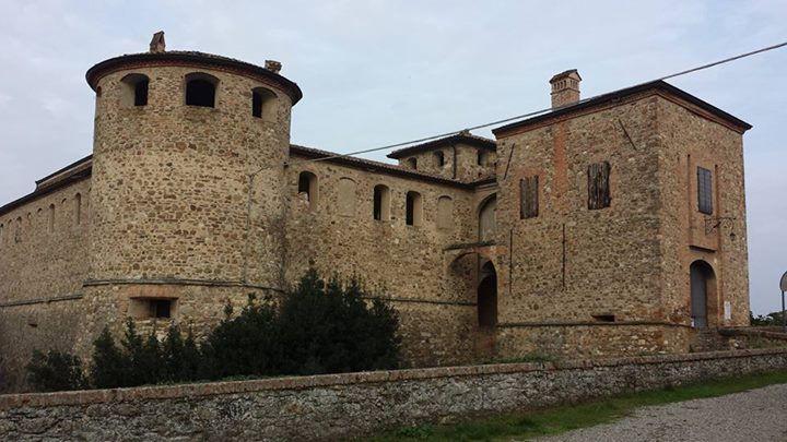il castello di Agazzano (PC). 44°57′00″N 9°31′00″E