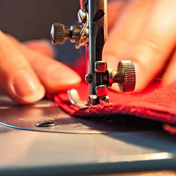 The CHOICE buying guide to sewing machines is a handy checklist to help you get the best model to suit your sewing needs.