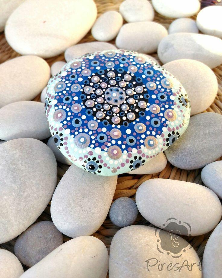 Quiero compartir lo último que he añadido a mi tienda de #etsy: Mandala piedra pintada a mano, mandala puntillismo, roca de playa meditación, arte mandala, decoración del hogar, metalizado, coleccionable #articulosdelhogar #decoraciondelhogar #inauguraciondeunacasa #plata #piedradeplaya #piedradecoleccion #mandalapintado #piresart http://etsy.me/2BFaIrC http://etsy.me/2BEnS87