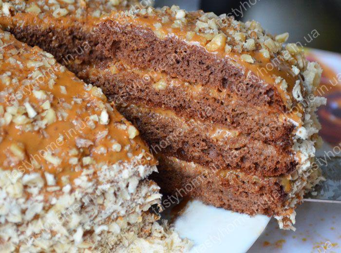 Торт Золотой ключик - вкусный, простой в приготовлении шоколадный торт с грецкими орехами и варёной сгущёнкой.
