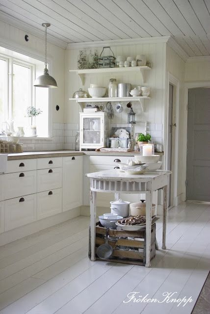 L❤️Ve this little kitchen table for our tiny kitchen..add some gorgeous bar height linen chairs! Waaaala
