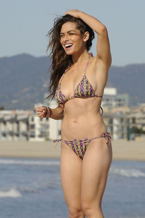 Amy acker bikini opinion