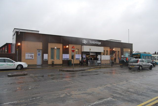 Tonbridge Railway Station (TON) in Tonbridge, Kent
