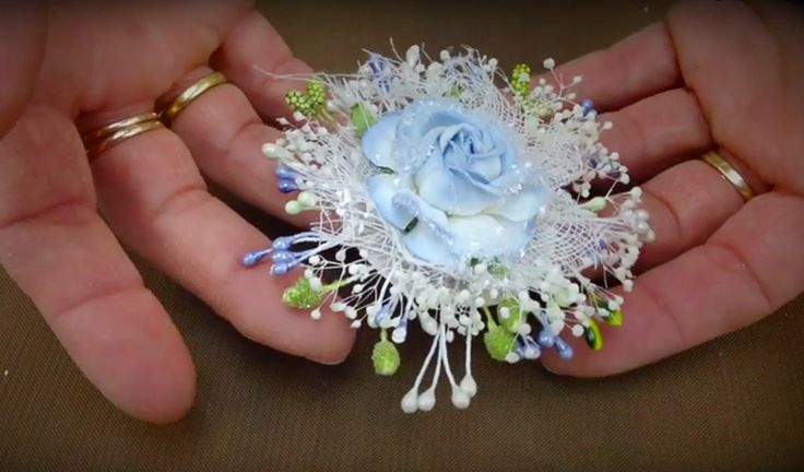 In this, how to make paper flowers tutorial, Anna Marie shows you her technique , this showcase has been very popular for many of her arts and crafts shows.