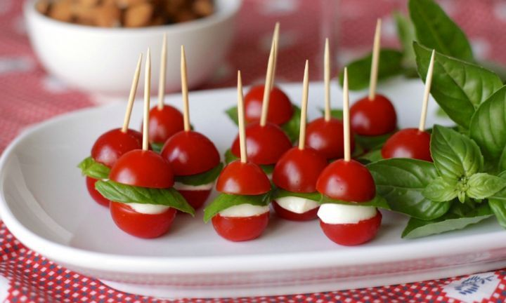 Kids and adults alike will love these fun Christmas bauble appetisers. With tomatoes and basil at their peak in summer, hand them around at your Christmas cocktail party or as a starter for your Christmas Day feast.