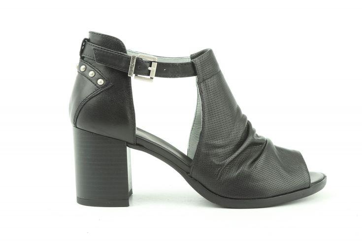 Pin op Retro schoenen