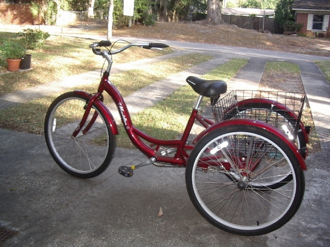 A Red 2012 Schwinn Adult Tricycle Three Wheeler 259