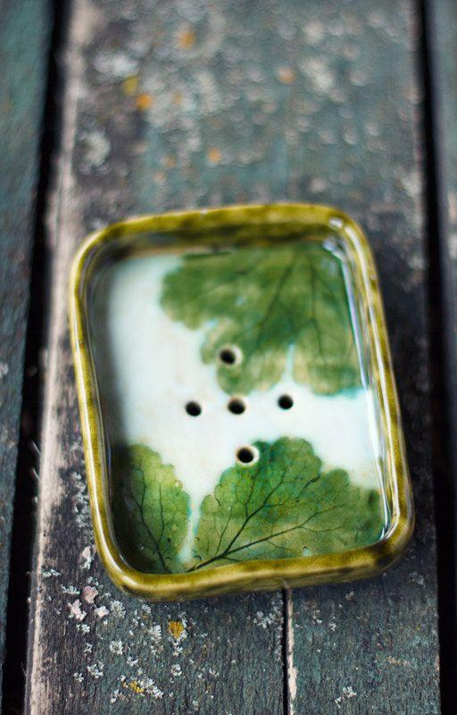 Keramik Seifenschale ist handgefertigt und verglast.  Еach Element ist einzigartig.  Kunstkeramik von Irina Zelyanina
