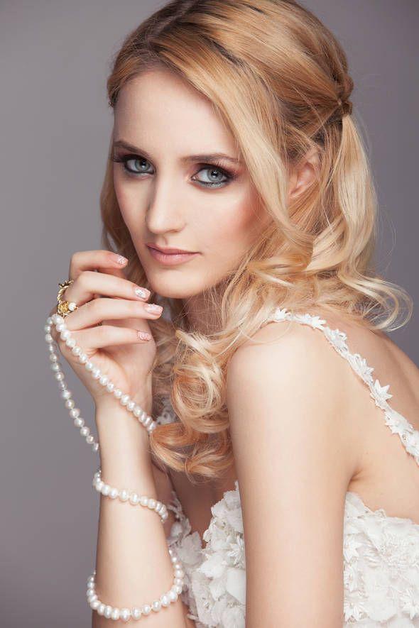 "Pictorial ""Fii speciala in ziua nuntii"" - ele.ro Styling: Milona Rac-Hristov Necklace: ""Long Way Pearls"" - Ioana Enache Jewelry Studio"