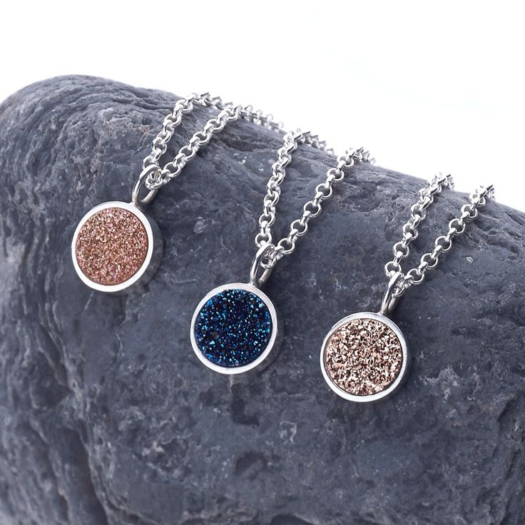 Druzy and silver pendants. Colgantes de drusa y plata. Adam Ballester.