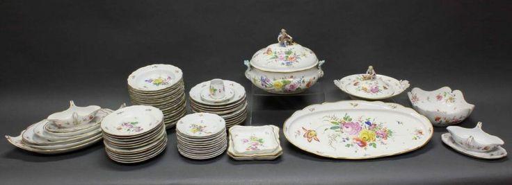 Speiseservice, Meissen, Schwertermarke, 1850-1924, 2. Wahl, farbiges Blumenbukett, Goldrand: 12 Vors — Porzellan, Keramik