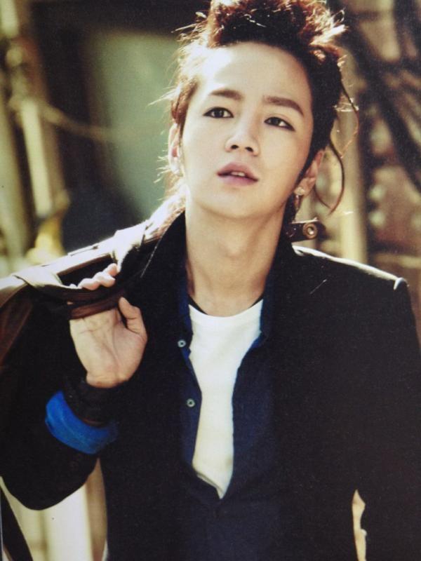 (jang geun suk) Avec son petit air éffronté ça lui va si bien *O*