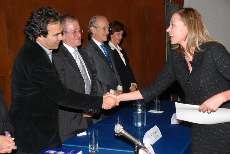Entrega Premio a la Solidaridad por parte de la Fundación Alejandro Ángel Escobar - 2009