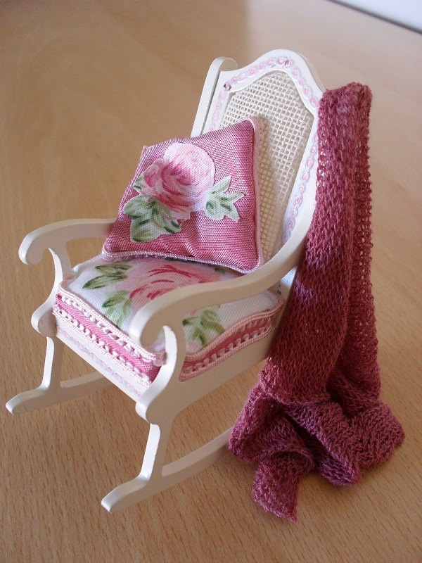 Dollhouse miniature shabby chic rocking chair by JoMed ❤❤❤