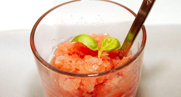 Vodkás dinnye sorbet recept: Igazi nyári jeges koktél, próbáljad ki te is! Mennyei finom! :) 18 éven aluliak a vodka elhagyásával fogyaszthatják! ;)