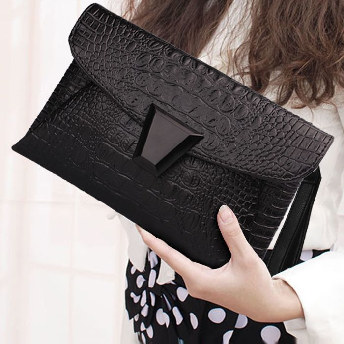 Envelope Clutch //Price: $29.64 & FREE Shipping // #bags #lady