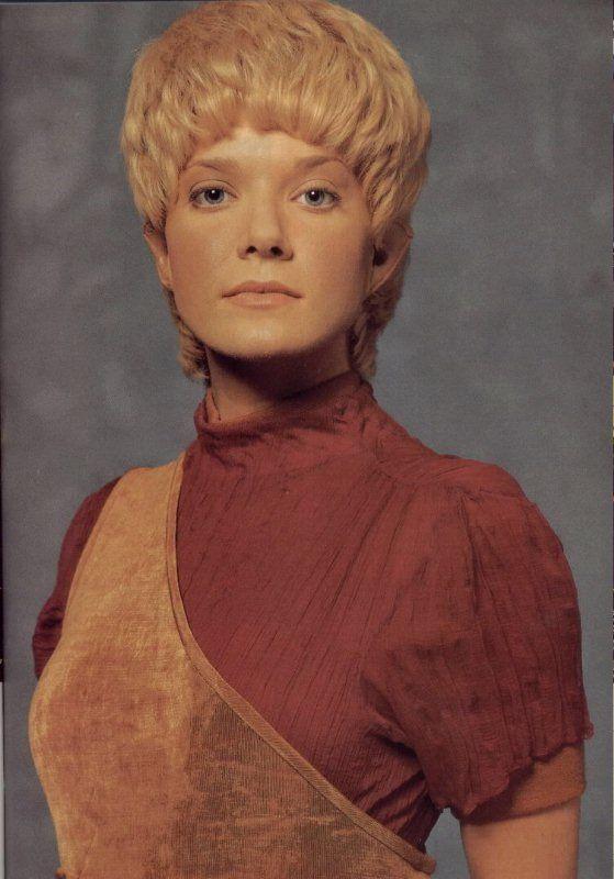 Jennifer Lien as Kes, an O'Pakan and Neelix's girlfriend