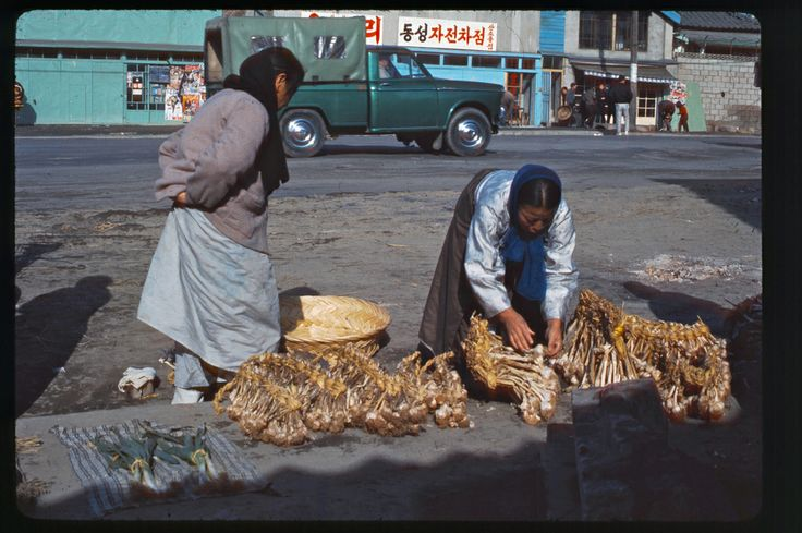 Seoul near East Gate, 1966 | Photo by Stephen Dreher.