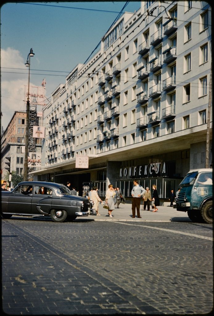 Street in Warsaw also showing a residential building, fot. John William Reps (1960's)